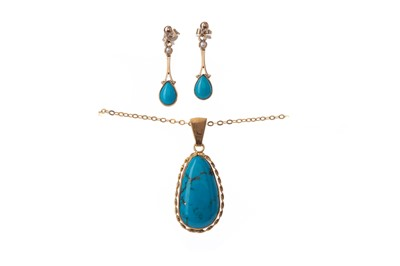 Lot 801 - A PAIR OF TURQUOISE AND PEARL EARRINGS AND A SIMILAR PENDANT