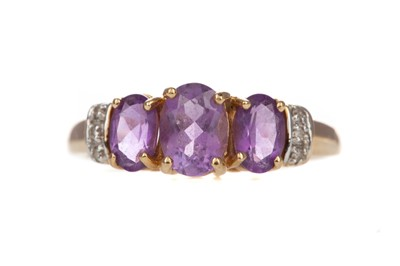 Lot 803 - AN AMETHYST AND DIAMOND RING