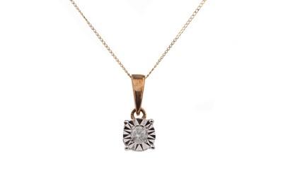 Lot 807 - A DIAMOND PENDANT