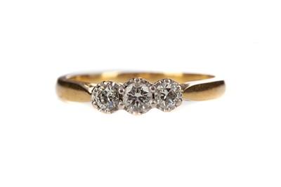 Lot 819 - A DIAMOND THREE STONE RING