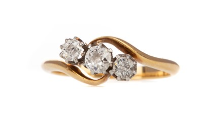 Lot 820 - DIAMOND THREE STONE RING