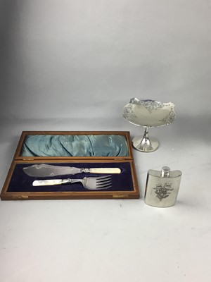 Lot 38 - A PAIR OF PLATED GRAPE SCISSORS IN FITTED CASE AND OTHER SILVER PLATED ITEMS