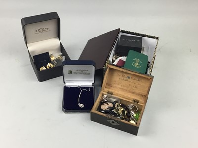 Lot 62 - A COLLECTION OF SILVER AND OTHER COSTUME JEWELLERY
