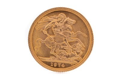 Lot 98 - AN ELIZABETH II GOLD SOVEREIGN DATED 1974