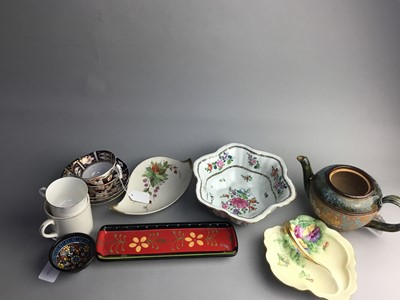 Lot 55 - A PAIR OF ROYAL CROWN DERBY BLOOR IMARI TEACUPS AND SAUCERS AND OTHER CERAMICS