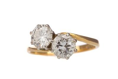 Lot 823 - A DIAMOND TWO STONE RING