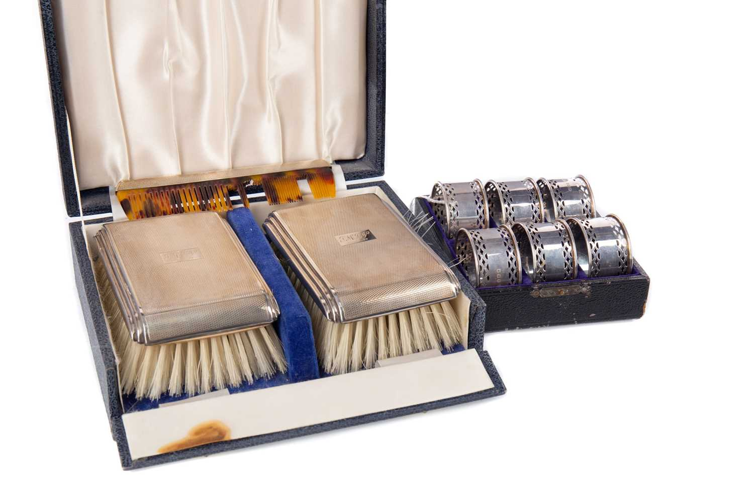 Lot 425 - AN ELIZABETH II SILVER BACKED BRUSH SET, ALONG WITH A SET OF NAPKIN RINGS AND TEASPOONS