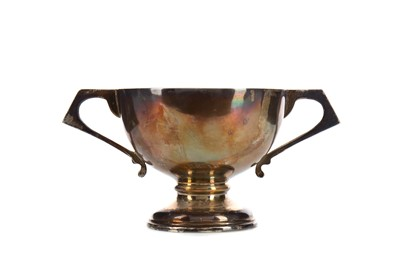 Lot 1737 - A GEORGE V SILVER TROPHY CUP