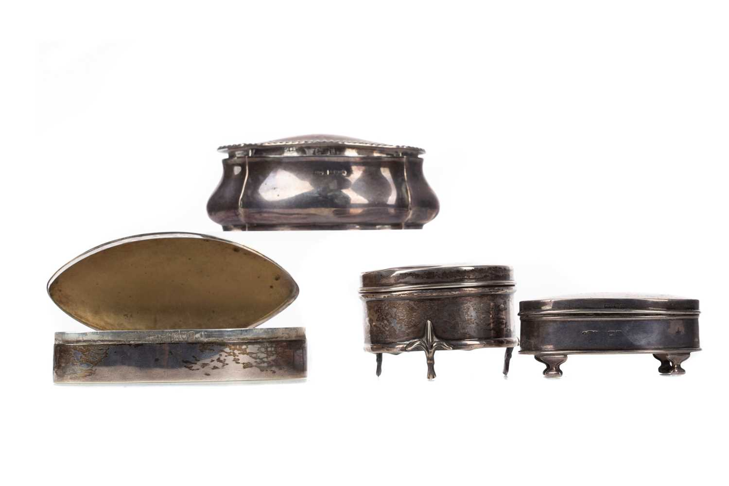 Lot 434 - AN EDWARDIAN SILVER TRINKET BOX AND ANOTHER