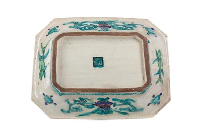 Lot 1637 - AN EARLY 20TH CENTURY CHINESE RECTANGULAR DISH