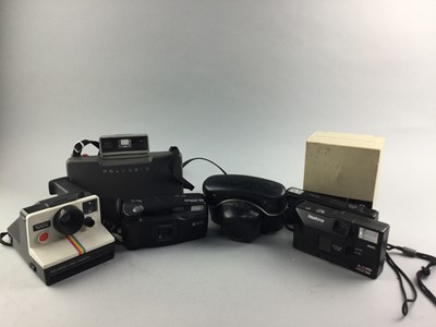 Lot 63 - A COLLECTION OF VINTAGE CAMERAS