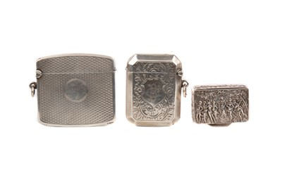 Lot 438 - A CONTINENTAL 800 SILVER PILLBOX AND TWO SILVER VESTA CASES