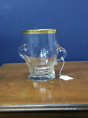 Lot 37 - AN EARLY 20TH CENTURY CONTINENTAL GLASS VASE