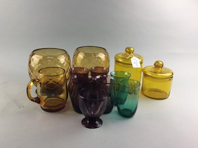 Lot 32 - A SET OF FOUR AMETHYST LEMONADE GLASSES AND OTHER COLOURED GLASSWARE