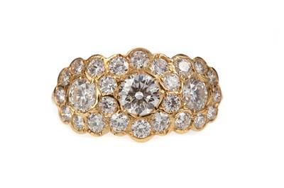 Lot 850 - A DIAMOND DRESS RING