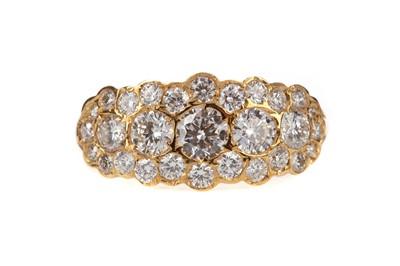 Lot 875 - A DIAMOND DRESS RING