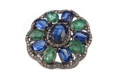 Lot 1503 - A KYANITE, EMERALD AND DIAMOND RING