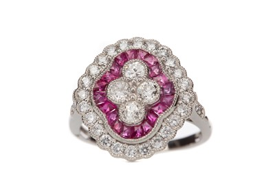 Lot 1492 - A RUBY AND DIAMOND RING