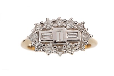 Lot 877 - A DIAMOND CLUSTER RING