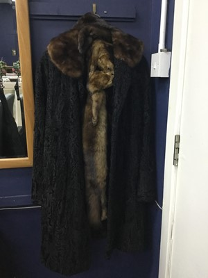 Lot 47 - A LADY'S BEAVER LAMB FUR COAT BY FISCHER OF GLASGOW AND STOLES