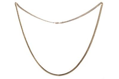 Lot 930 - A GOLD NECKLET