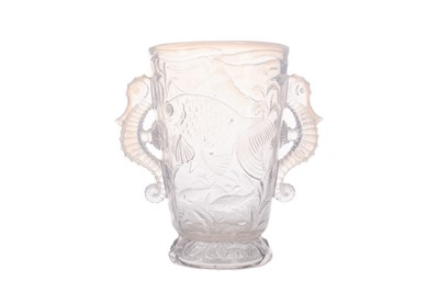 Lot 1026 - AN EARLY 20TH CENTURY OPALESCENT GLASS VASE
