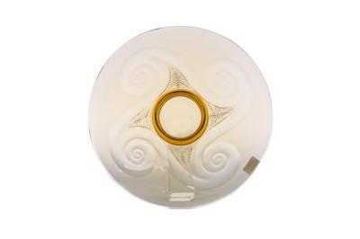 Lot 1032 - AN EARLY 20TH CENTURY AMBER GLASS CIRCULAR DISH