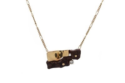 Lot 952 - A GOLD, DIAMOND AND WOOD NECKLET