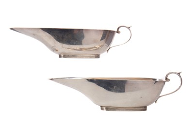 Lot 442 - A PAIR OF EDWARDIAN SILVER SAUCE BOATS
