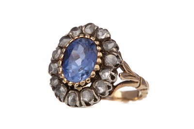 Lot 959 - A SAPPHIRE AND DIAMOND RING