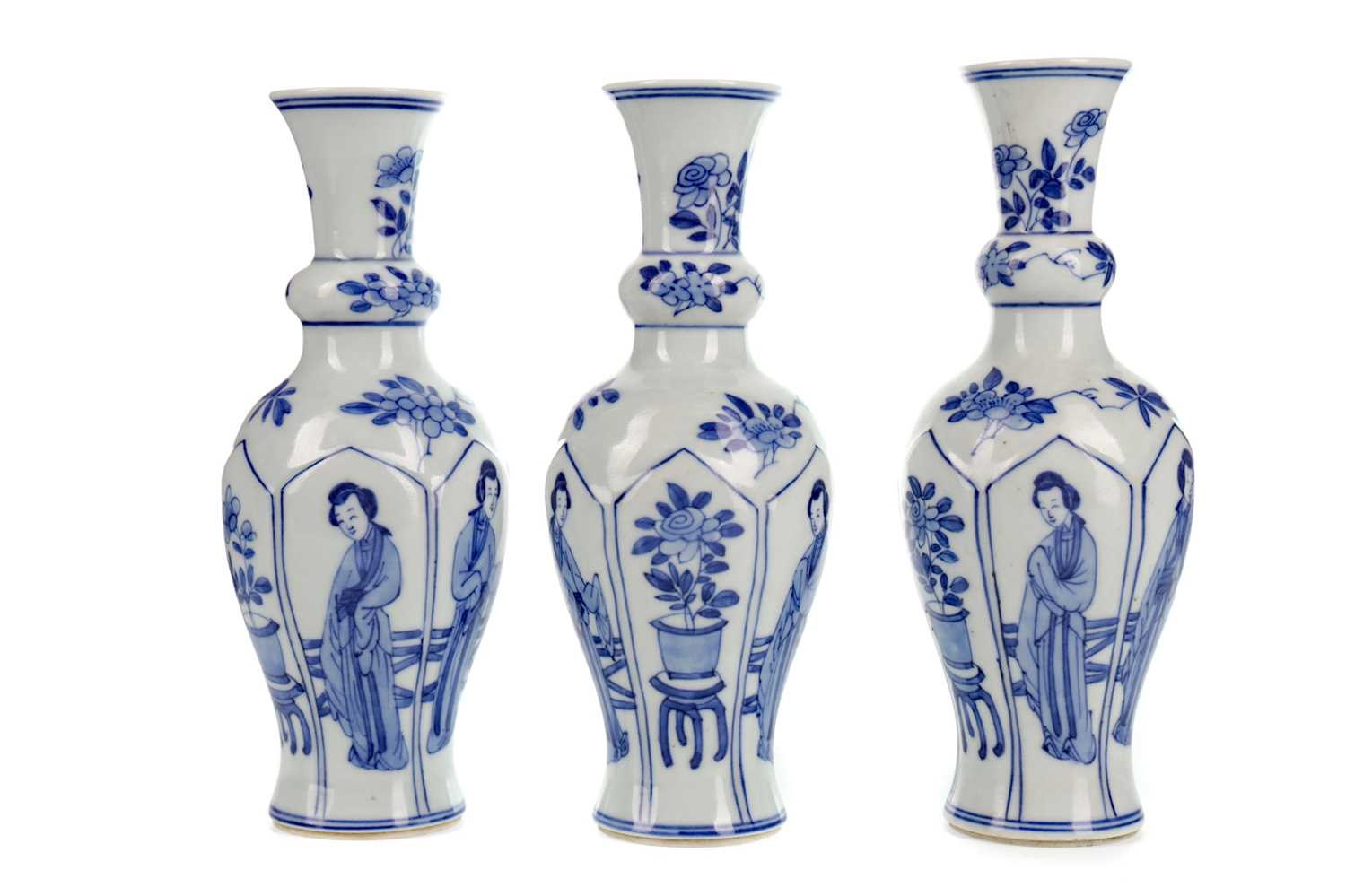 Lot 1658 - A SET OF THREE 20TH CENTURY CHINESE VASES
