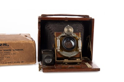 Lot 1187 - AN EARLY 20TH CENTURY 'CHALLENGE' PLATE CAMERA