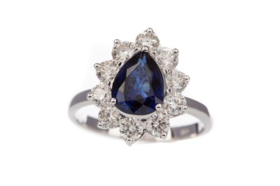 Lot 956 - A SAPPHIRE AND DIAMOND RING