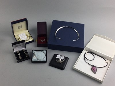 Lot 10 - A CONTEMPORARY SILVER NECKLET BY PASCAL AND OTHERS