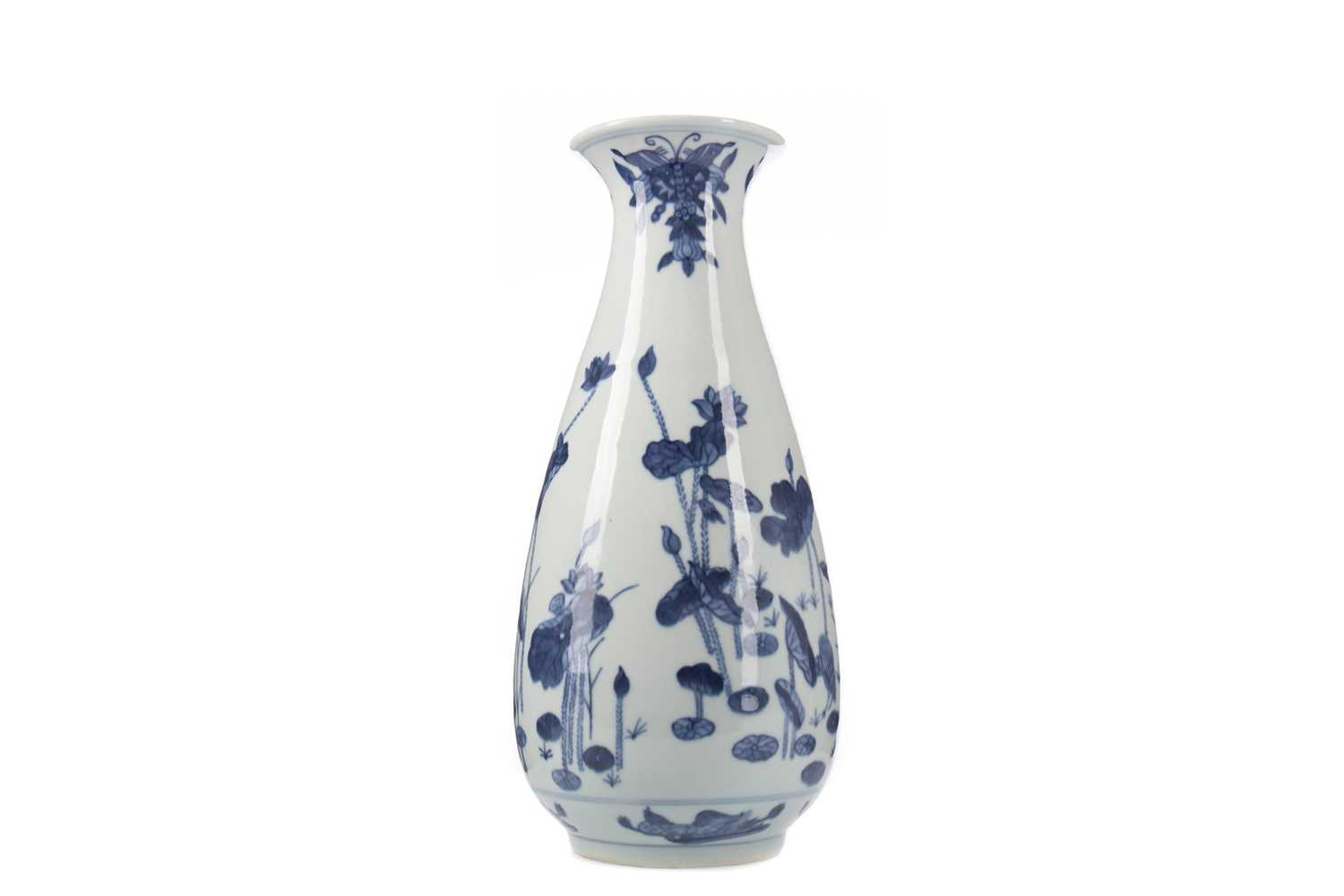 Lot 1656 - A 20TH CENTURY CHINESE BLUE AND WHITE VASE