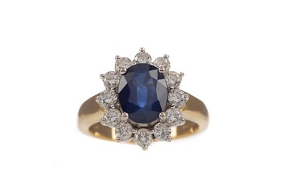 Lot 318 - A SAPPHIRE AND DIAMOND RING