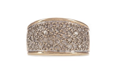 Lot 301 - A DIAMOND DRESS RING
