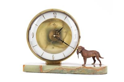 Lot 1194 - AN ONYX MANTEL CLOCK OF ART DECO DESIGN