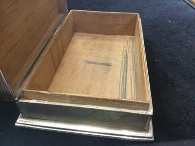 Lot 452 - A GEORGE V SILVER CIGARETTE BOX
