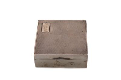 Lot 453 - A GEORGE V SILVER CIGARETTE BOX
