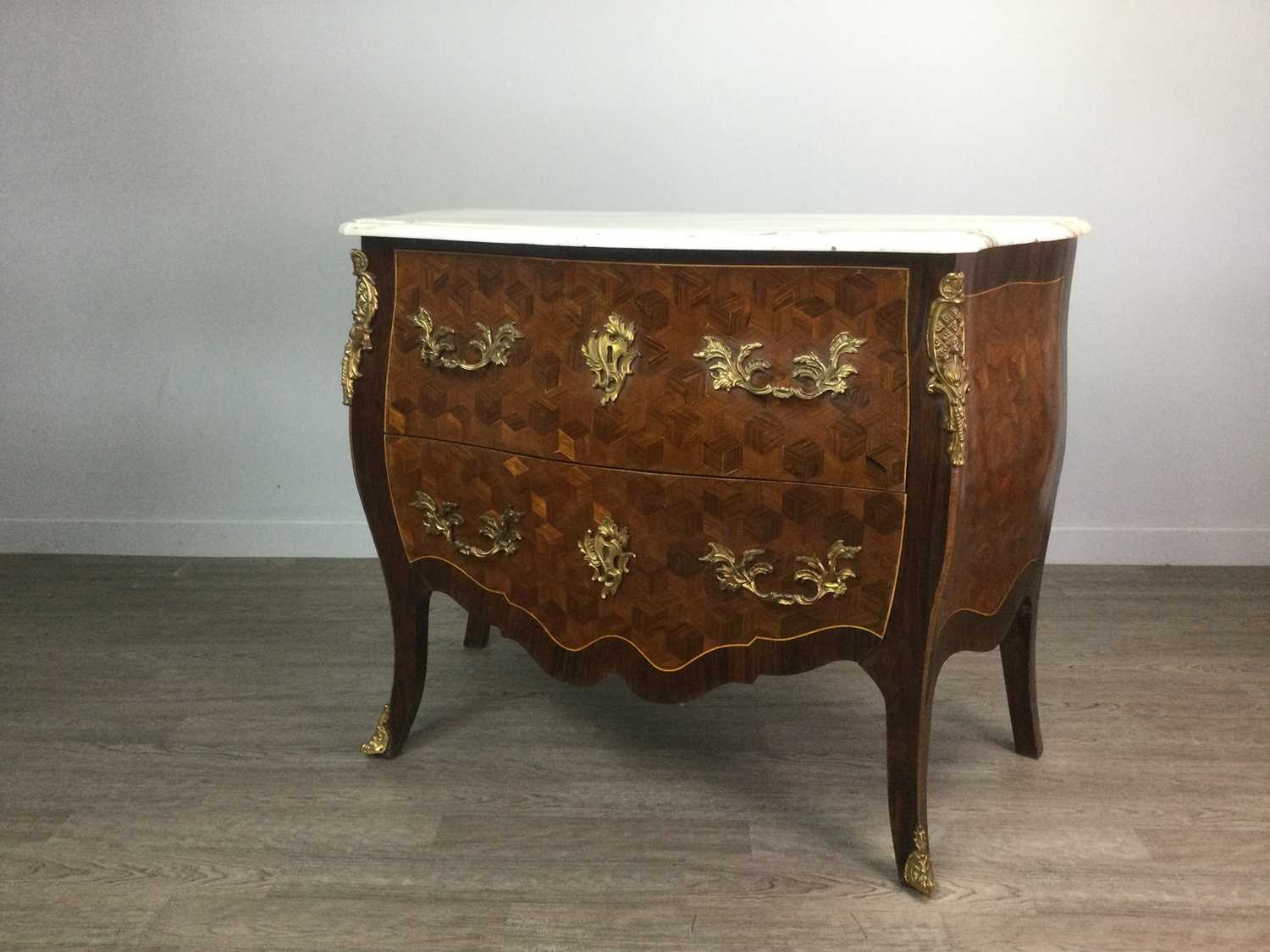 Lot 731 - AN IMPRESSIVE GILT METAL MOUNTED ROSEWOOD AND KINGWOOD MARQUETRY COMMODE OF LOUIS XV DESIGN