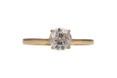 Lot 310 - A DIAMOND SOLITAIRE RING