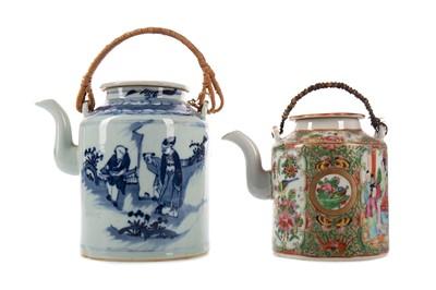 Lot 1663 - A CHINESE TEA POT AND A FAMILLE ROSE TEA POT