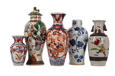 Lot 1660 - A GROUP OF FIVE CHINESE AND JAPANESE VASES