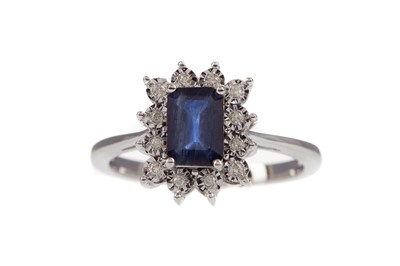 Lot 503 - A SAPPHIRE AND DIAMOND RING