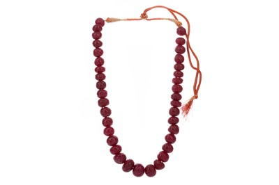 Lot 344 - A RUBY BEAD NECKLACE