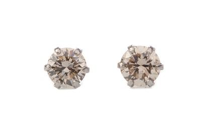 Lot 345 - A PAIR OF DIAMOND STUD EARRINGS