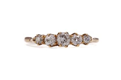 Lot 328 - A DIAMOND FIVE STONE RING