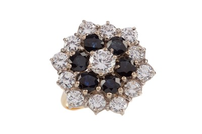 Lot 340 - A LARGE SAPPHIRE AND WHITE GEM SET CLUSTER RING