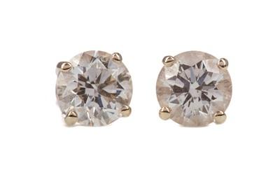 Lot 346 - A PAIR OF DIAMOND STUD EARRINGS